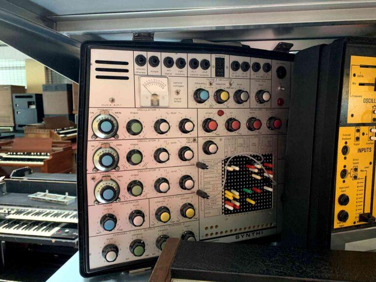 EMS Synthi MK2 + EMS DK2 Keyboard_1