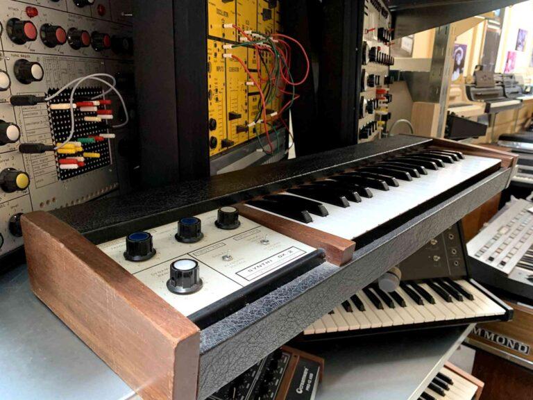 EMS Synthi MK2 + EMS DK2 Keyboard_2