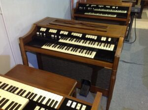 Hammond M-111 in MINT CONDITIONS_1