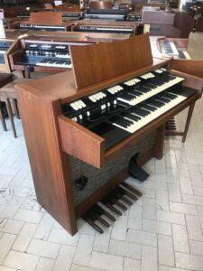 Hammond M102(1)_3