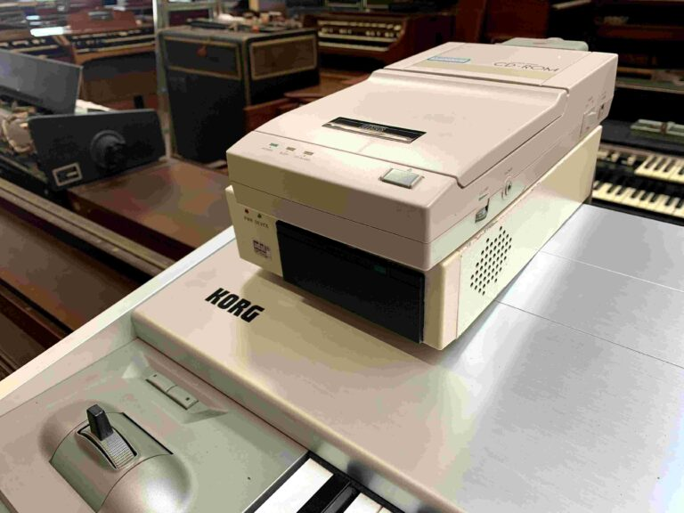 Korg Trinity ProX 88 + CD SCSI + HD SCSI_2