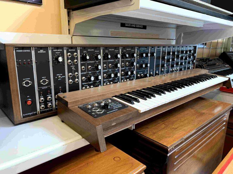 Synthesizer.com Clone Moog Modular_1